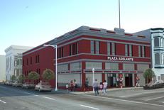 Plaza Adelante